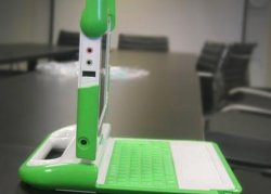 Negroponte extends OLPC give one get one purchase offer until December 31
