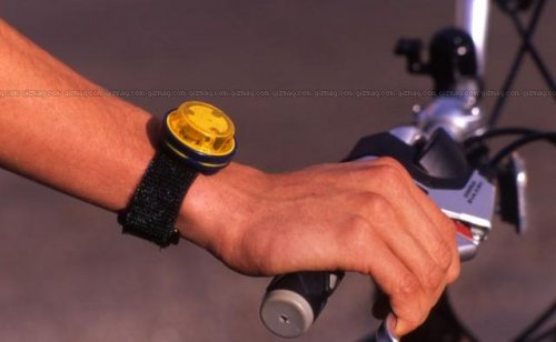Automatic wrist turn signals for cyclists