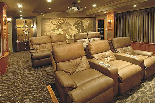 15 Coolest Geek Themed Home Theaters