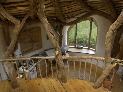 Hobbit fans build a Hobbit house in England
