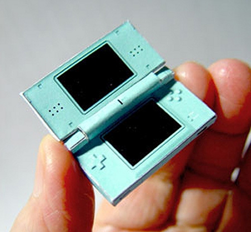 Tiny Nintendo DS Lite design made out of paper