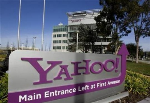 Microsoft gives Yahoo 3 week deadline to accept an offer.