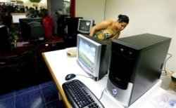 Cubans can now buy first legal PCs