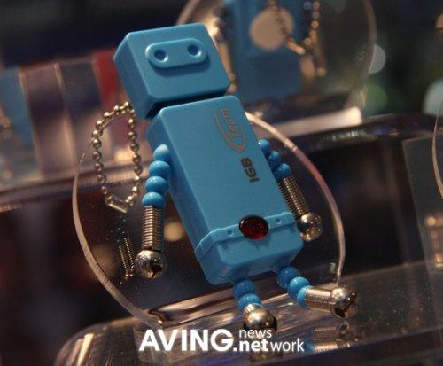 Retro Robot USB flash drives launch