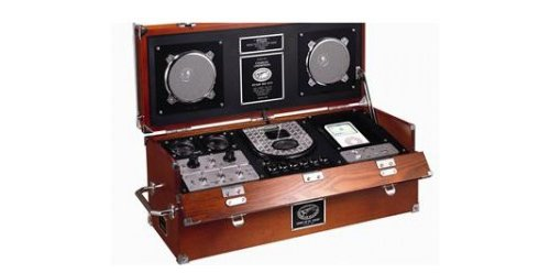 Wood WWII Radio with iPod dock