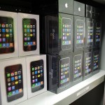 iPhone 3G shipments arrive in U.S. in white boxes