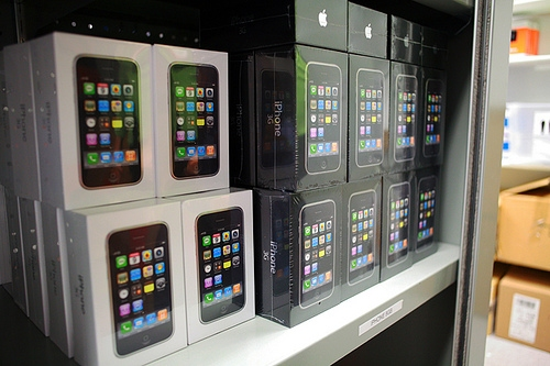 Apple iPhone 3G's with new white boxes being stocked in AT&T store