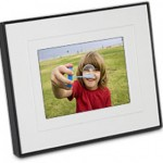 Kodak digital photo frame offers interactive border