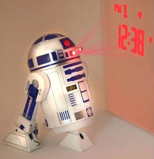 R2-D2 alarm clock projects the time