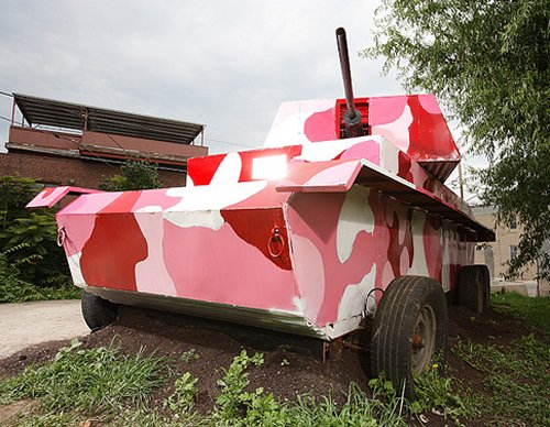 pink tank: It shoots hot dogs