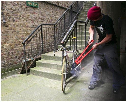 Exploding bike lock keeps your ride safe