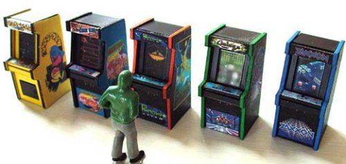Tiny vintage Arcade & Pinball machines