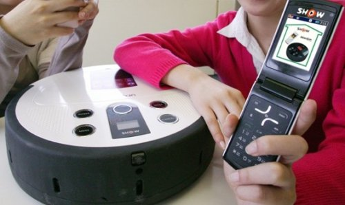 Mobile phone-controlled vacuum cleaner