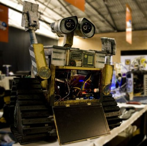The most realistic Wall-E case mod