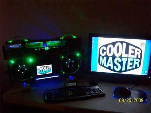 Project Cool Boombox PC case mod