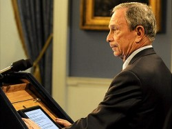Mayor Bloomberg replaces index cards with an iPad