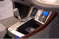 Toyota Avalon gets wireless charging station for iPod and iPhone