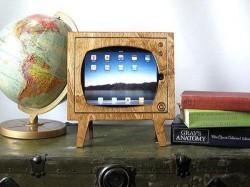 Wood Retro TV iPad Dock